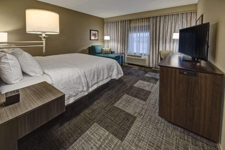 Room - Hampton Inn & Suites Hendersonville