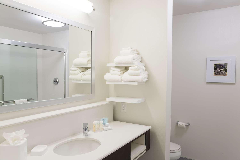 Room - Hampton Inn & Suites West Lafayette