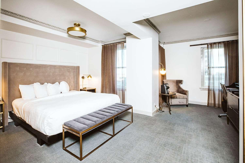 Room - Hotel Phillips Kansas City