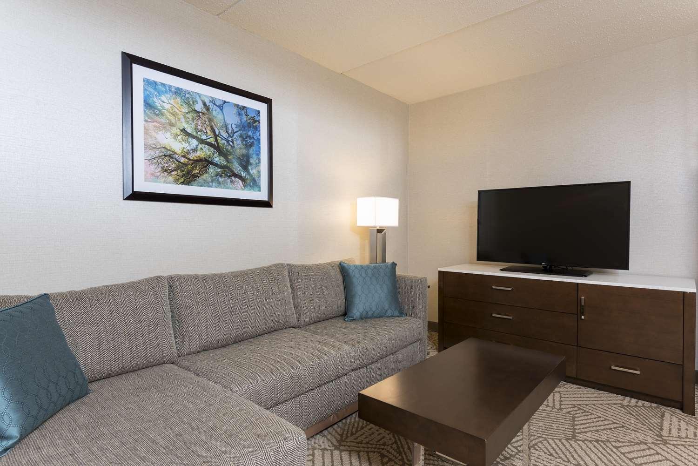 Room - DoubleTree by Hilton Hotel Pleasant Prairie