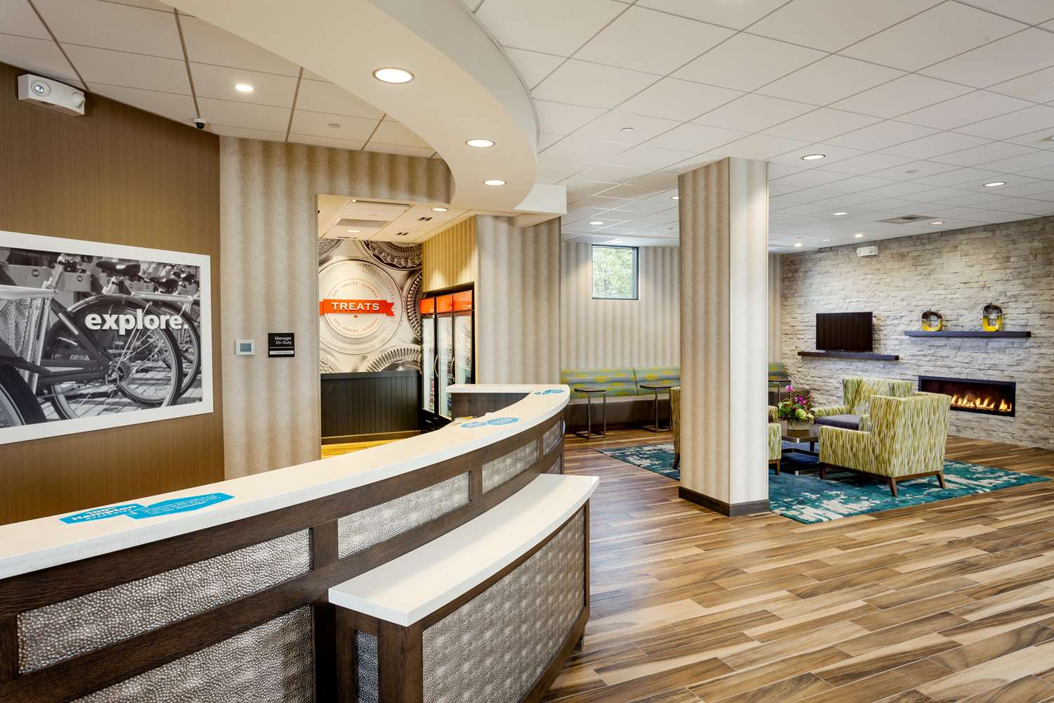 Lobby - Hampton Inn & Suites Northgate Seattle