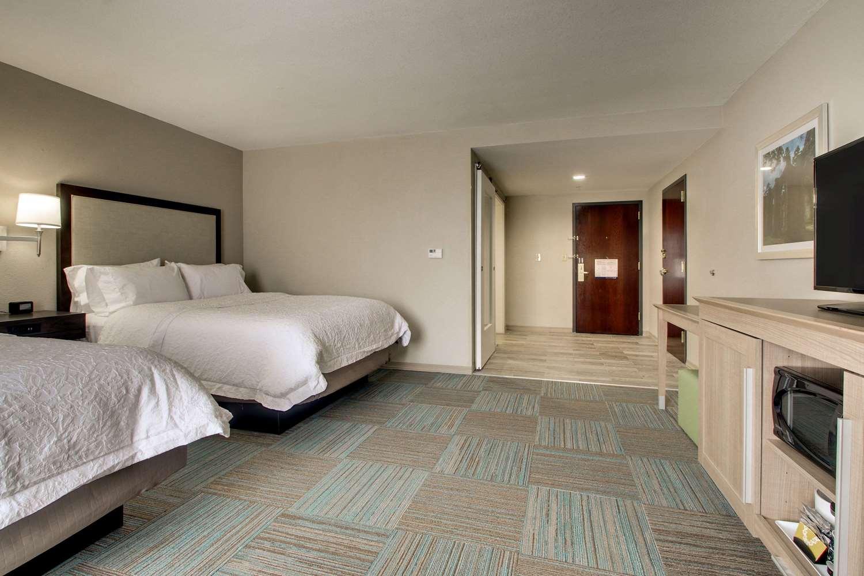 Room - Hampton Inn South Point South