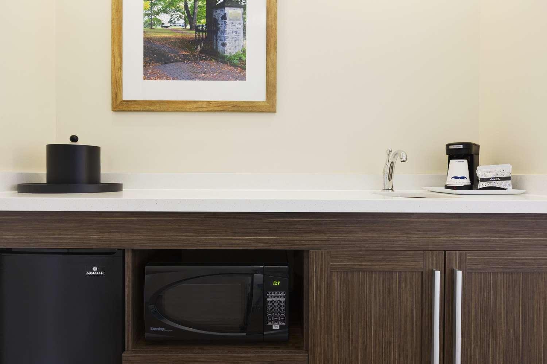 Amenities - Hampton Inn & Suites Niles