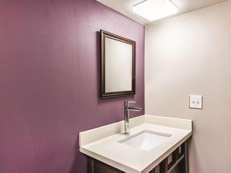Room - La Quinta Inn & Suites North Colorado Springs