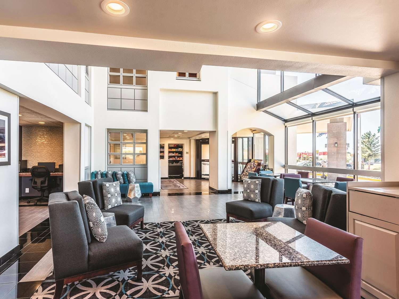 Lobby - La Quinta Inn & Suites North Colorado Springs
