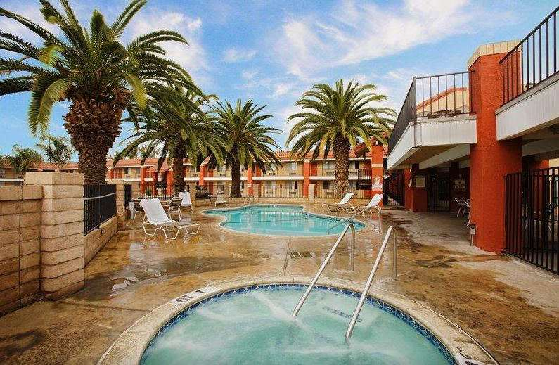 Pool - Days Inn Hemet