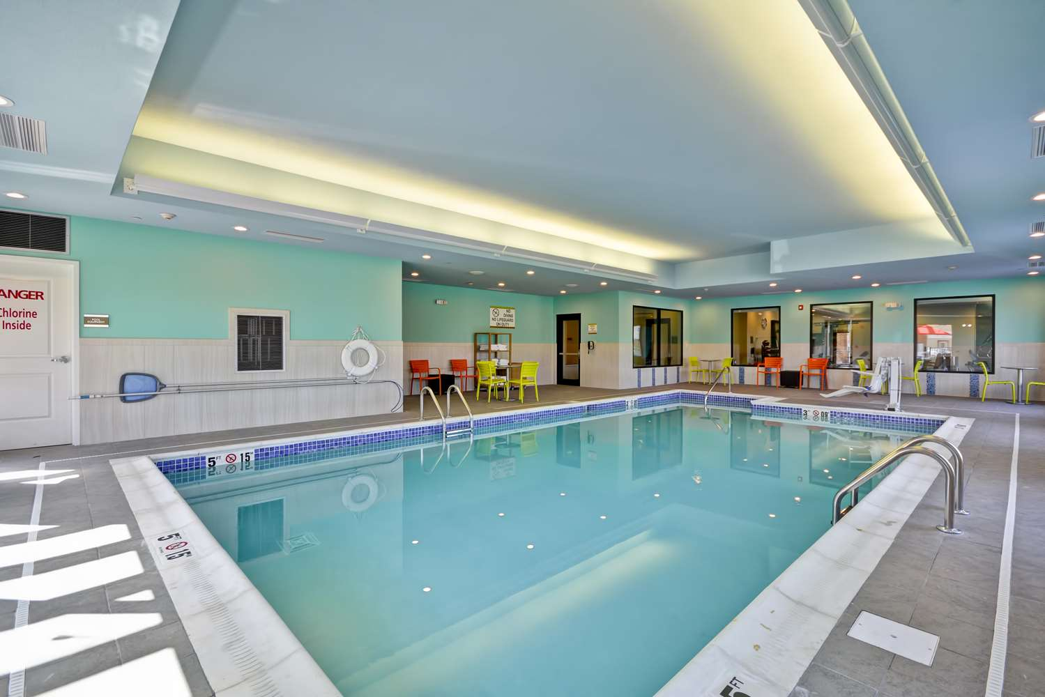 Pool - Home2 Suites by Hilton Evansville