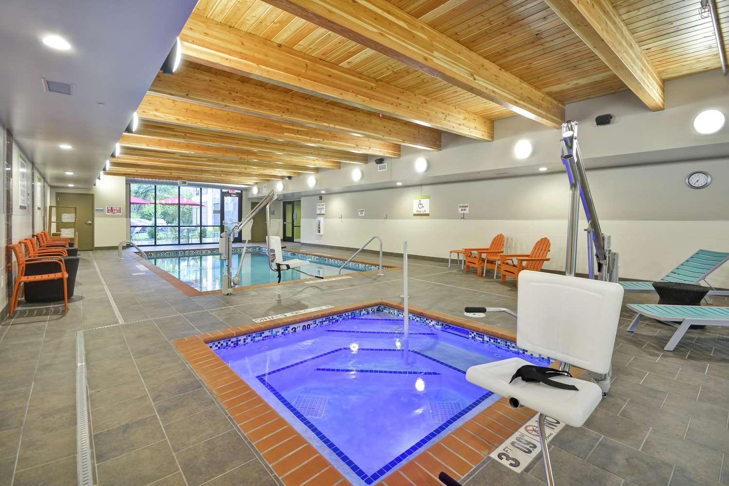 Pool - Home2 Suites by Hilton Minnetonka