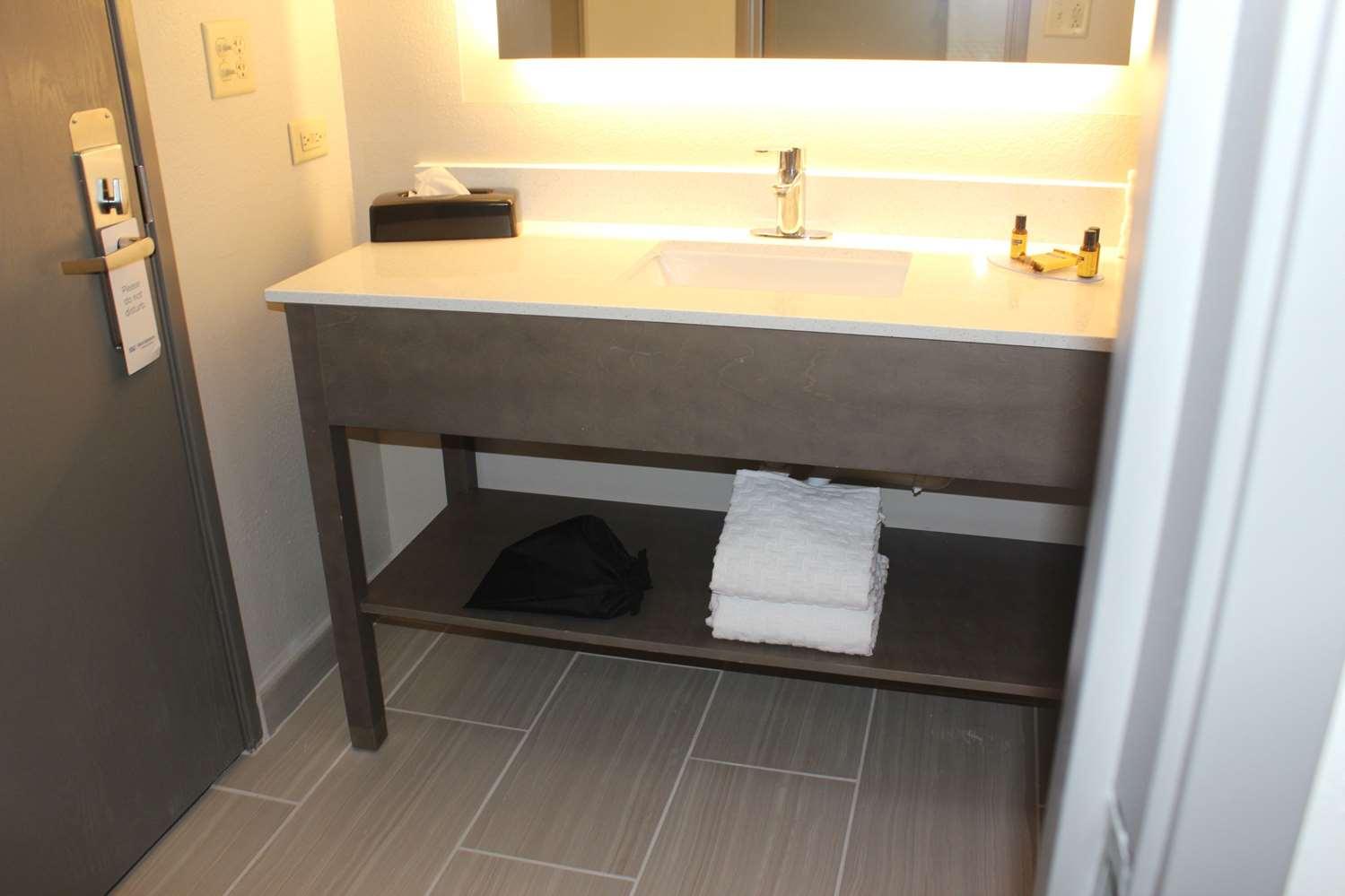 Room - Best Western Plus Bolingbrook Hotel