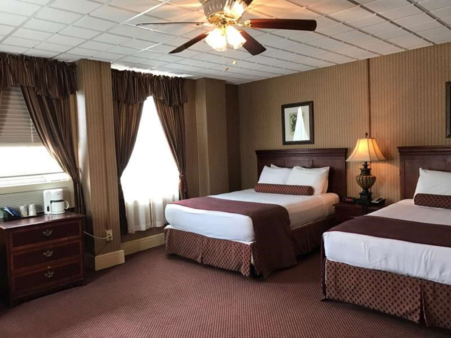 Room - SureStay Genetti Hotel Williamsport