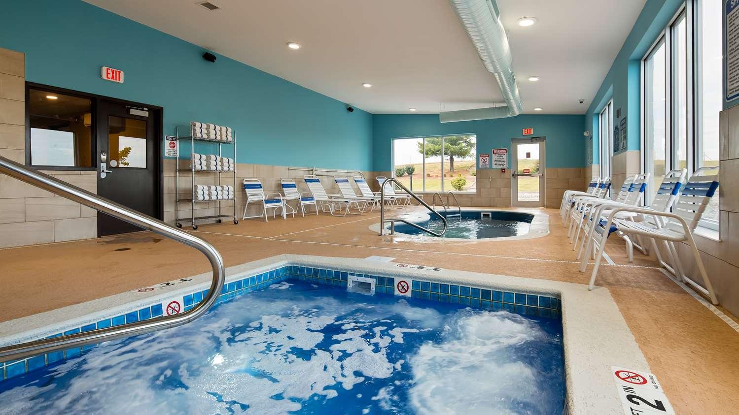 Pool - SureStay Plus Hotel by Best Western Jasper