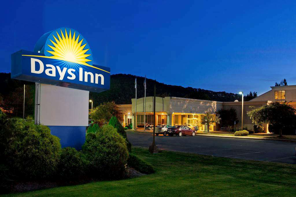 Exterior view - Days Inn Warren