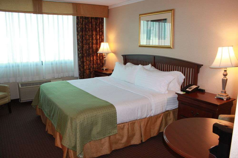 Room - Days Inn Warren
