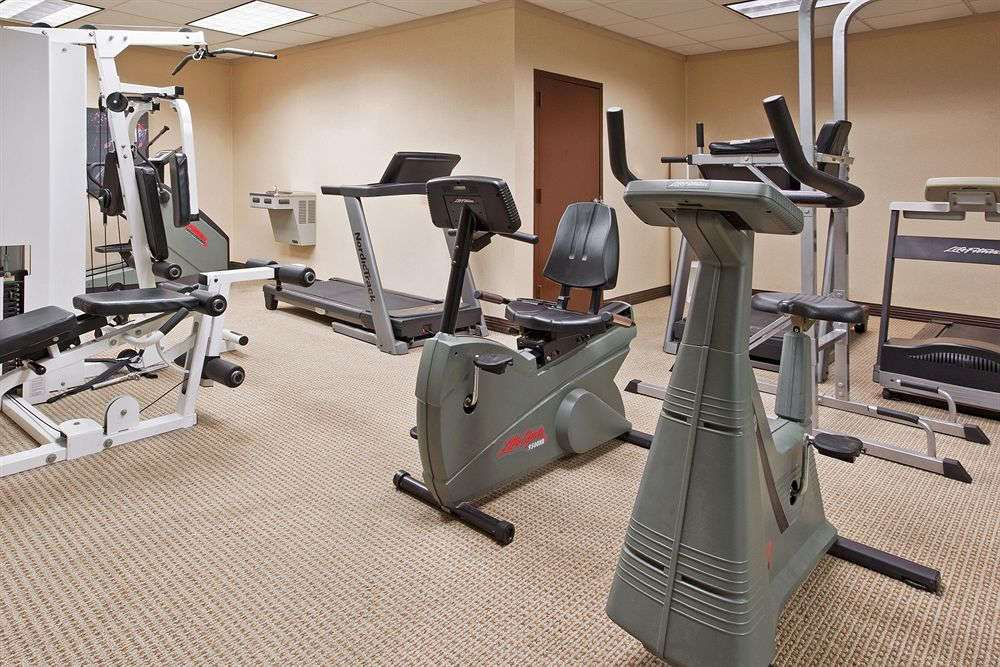 Fitness/ Exercise Room - Days Inn Warren