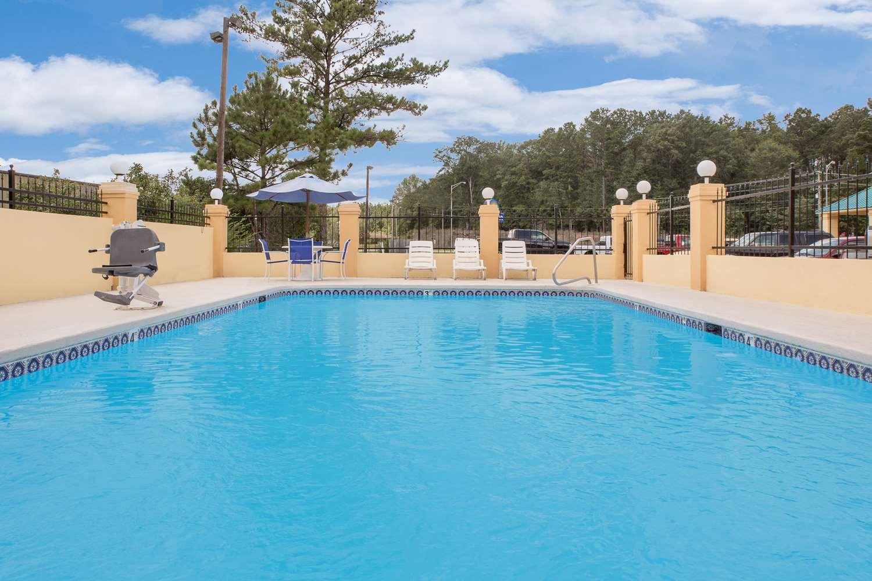 Pool - Americas Best Value Inn Kosciusko
