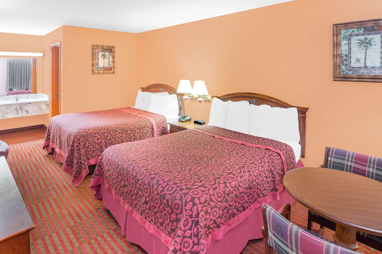 Room - Americas Best Value Inn Kosciusko
