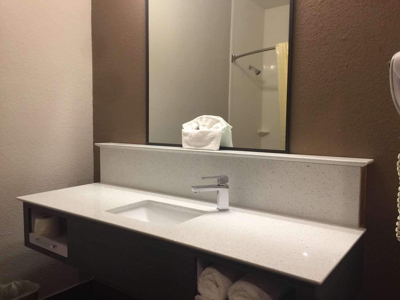 Room - SureStay Hotel by Best Western Brownsville