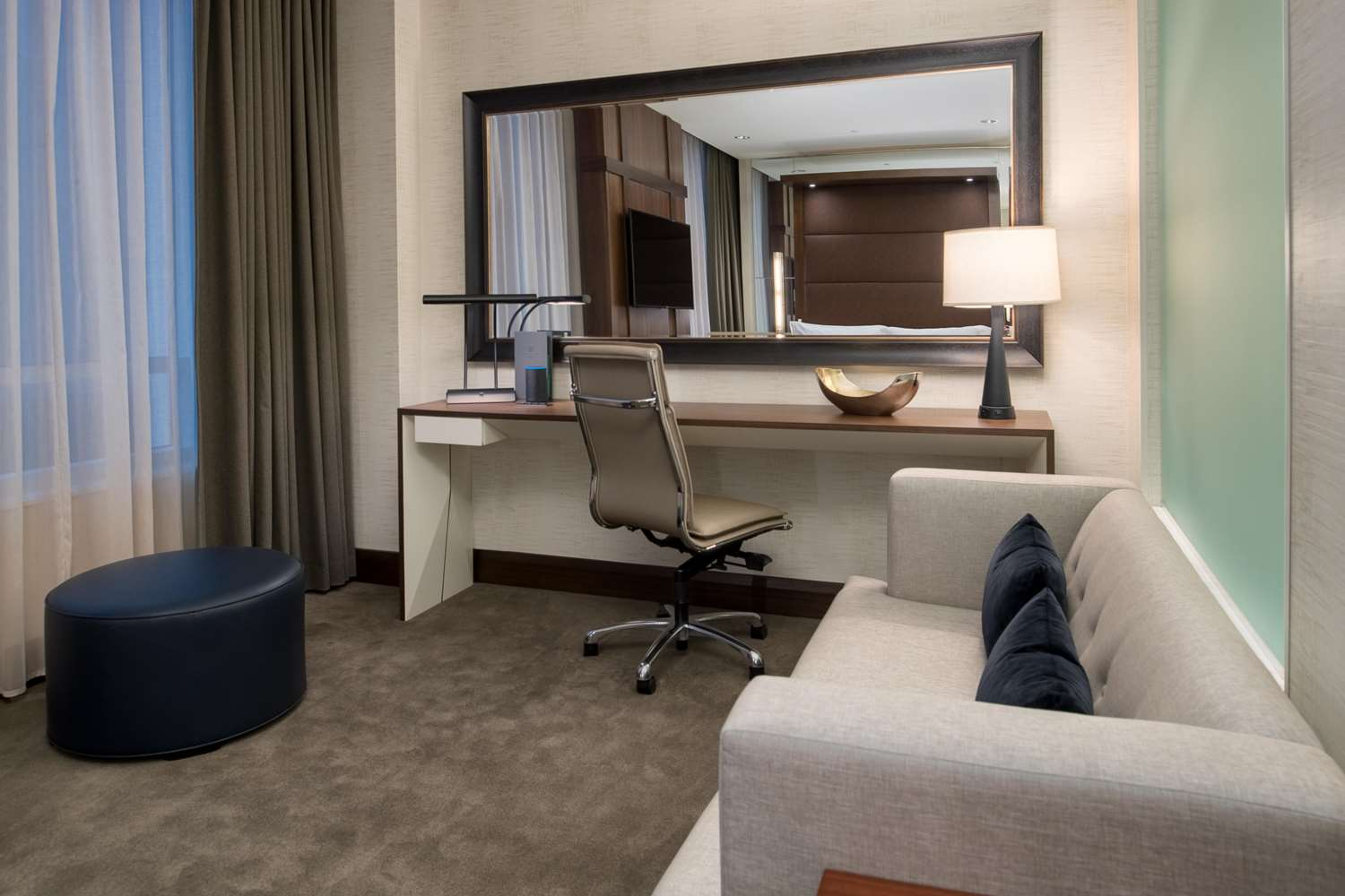 Room - Embassy Suites Downtown Seattle