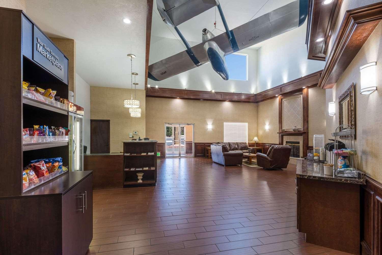 Lobby - Baymont Inns & Suites Colorado Springs