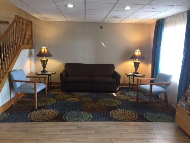 Lobby - Baymont Inn & Suites Mishawaka