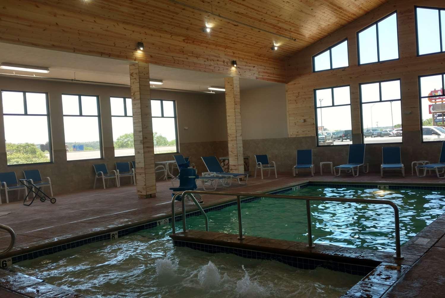 Pool - Baymont Inn & Suites Oacoma