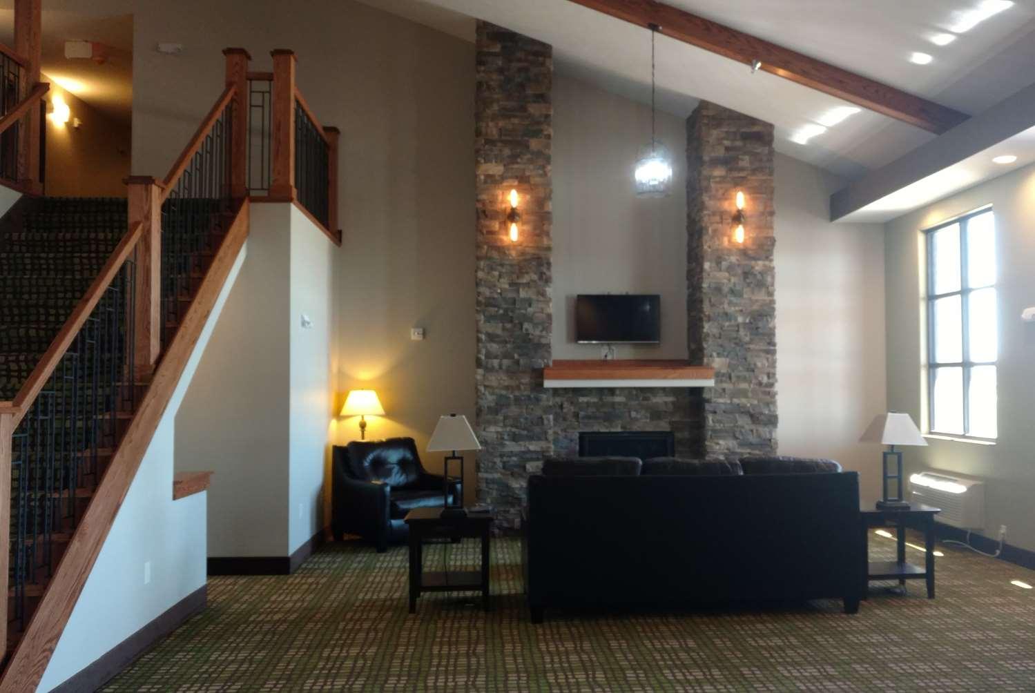 Lobby - Baymont Inn & Suites Oacoma