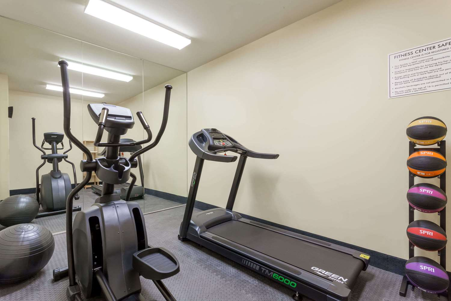 Fitness/ Exercise Room - Days Inn Crown Heights Brooklyn