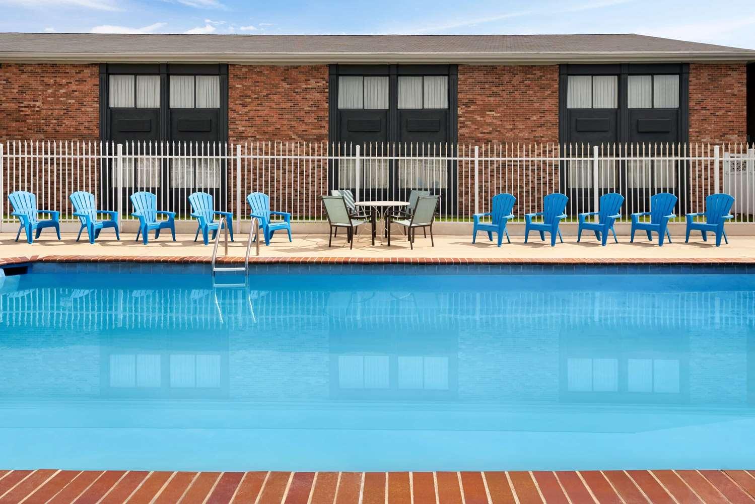 Pool - Super 8 Hotel North Des Moines