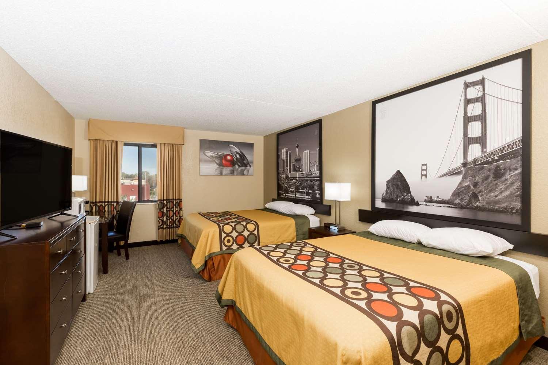 Room - Super 8 Hotel North Wichita