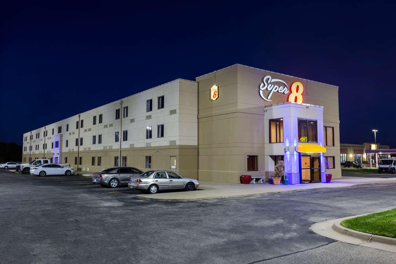 Exterior view - Super 8 Hotel North Wichita