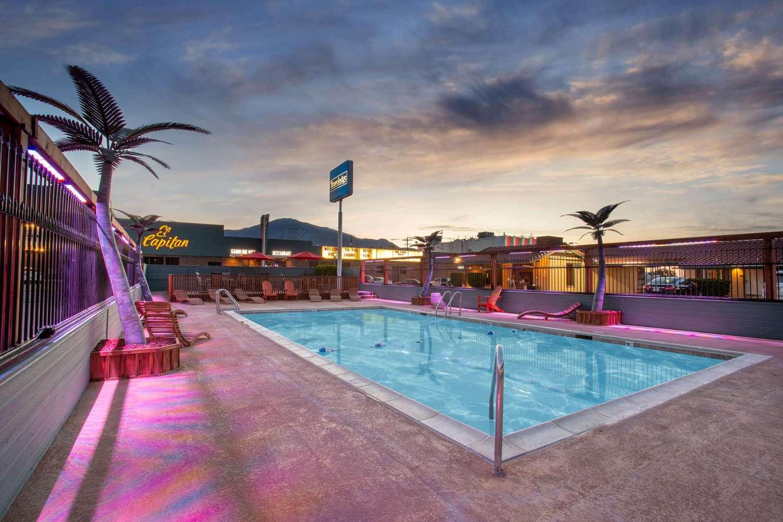 Pool - Travelodge Hawthorne