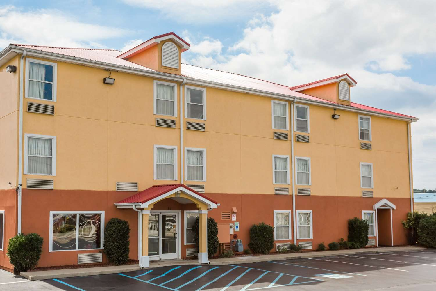 Exterior view - SureStay Plus Hotel Hamilton Place Mall Chattanooga