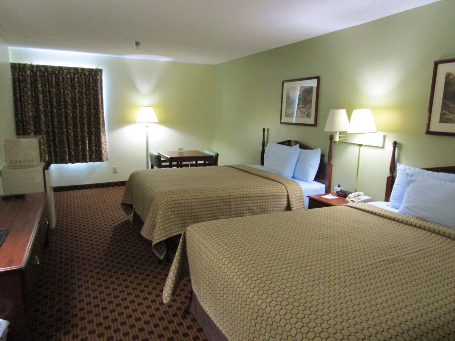Room - SureStay Plus Hotel Hamilton Place Mall Chattanooga