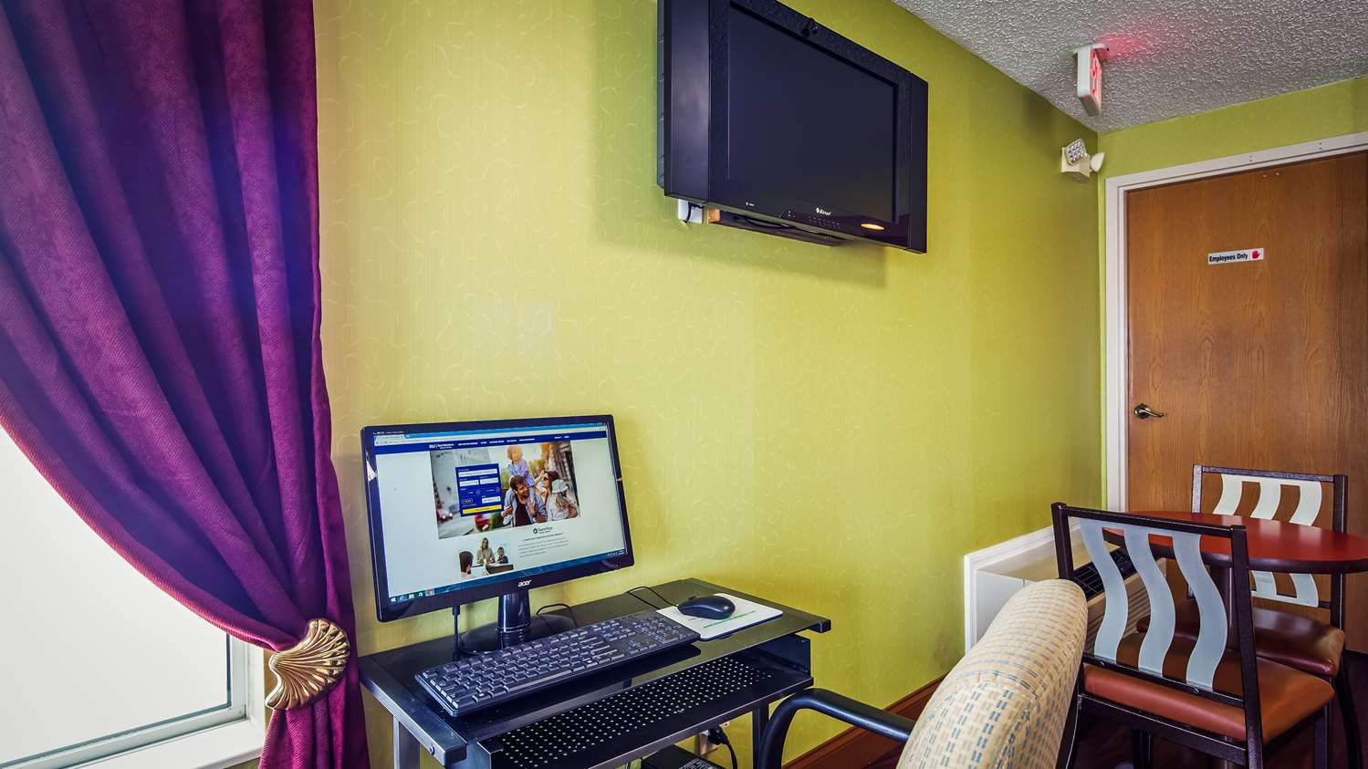 Conference Area - SureStay Plus Hotel Hamilton Place Mall Chattanooga