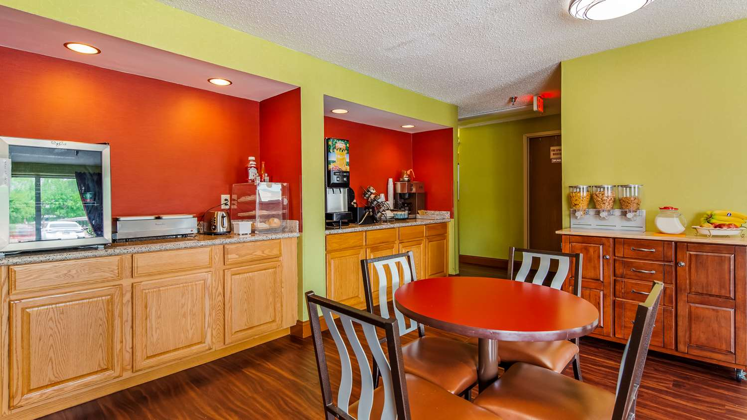 Restaurant - SureStay Plus Hotel Hamilton Place Mall Chattanooga