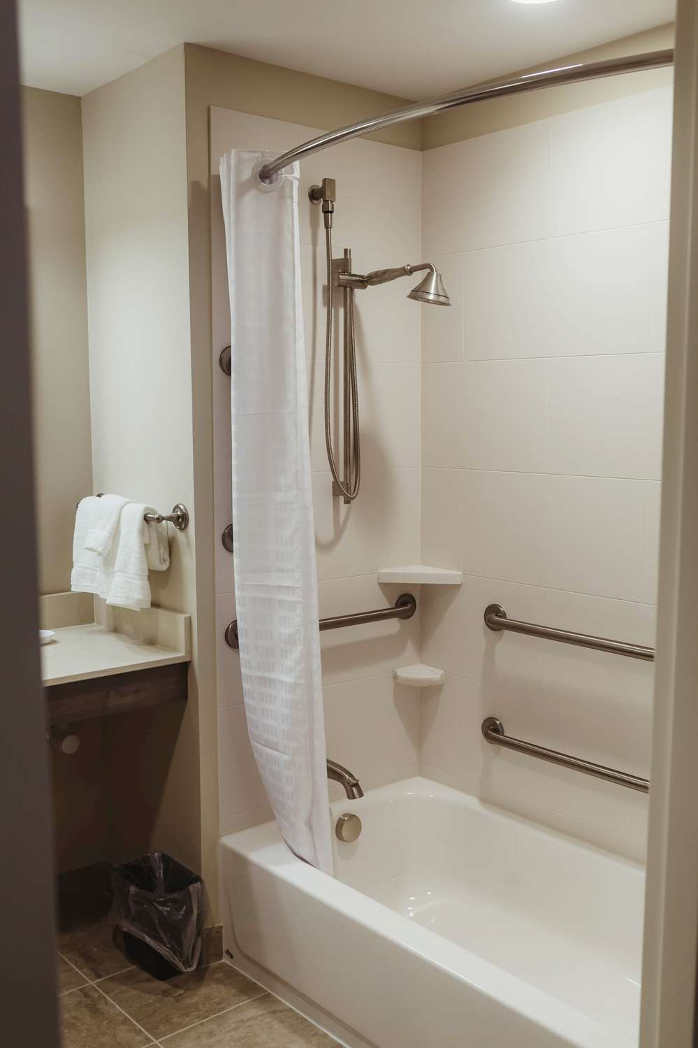 Best Western Hotel Room: Best Western Plus Centralia Hotel, IL