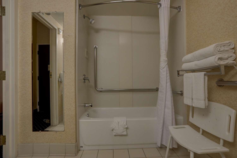 Room - SureStay Plus Hotel Lombard