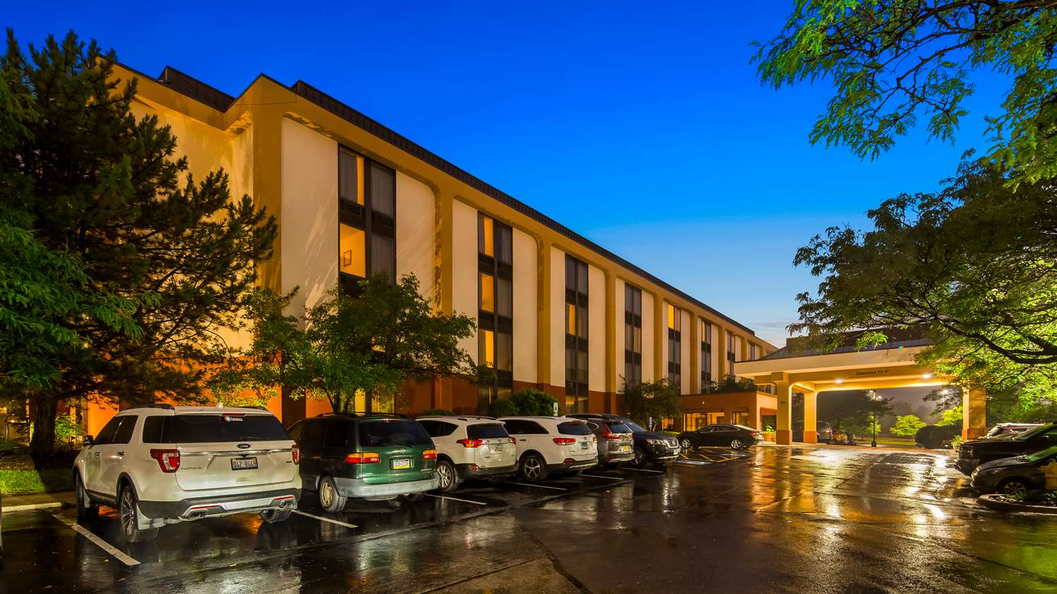 Exterior view - SureStay Plus Hotel Lombard