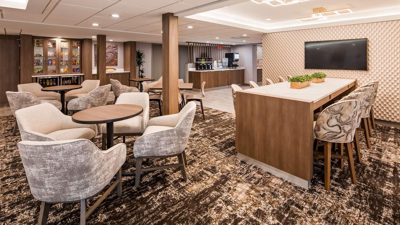 Lobby - SureStay Plus Hotel Lombard
