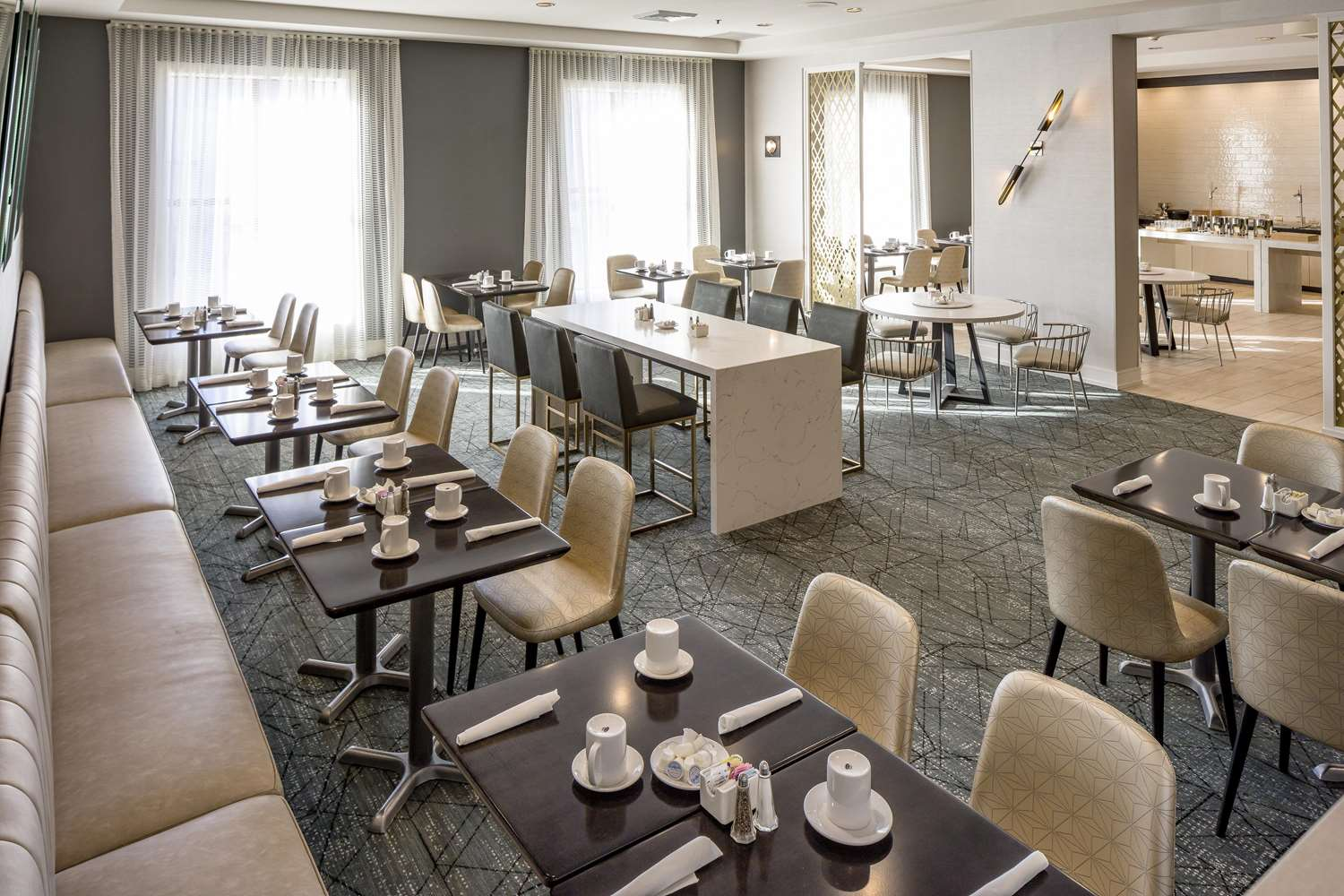 Restaurant - DoubleTree by Hilton Hotel Logan Airport Chelsea