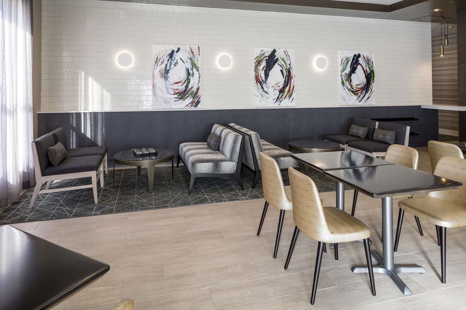 Lobby - DoubleTree by Hilton Hotel Logan Airport Chelsea