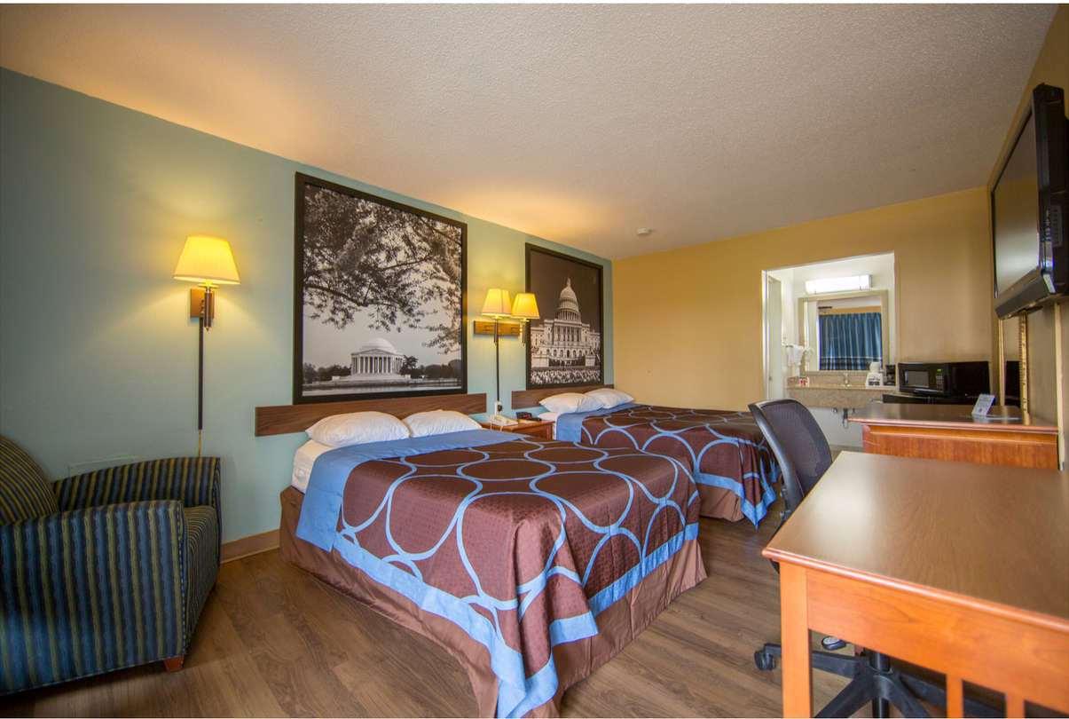 Room - Super 8 Motel West Alexandria