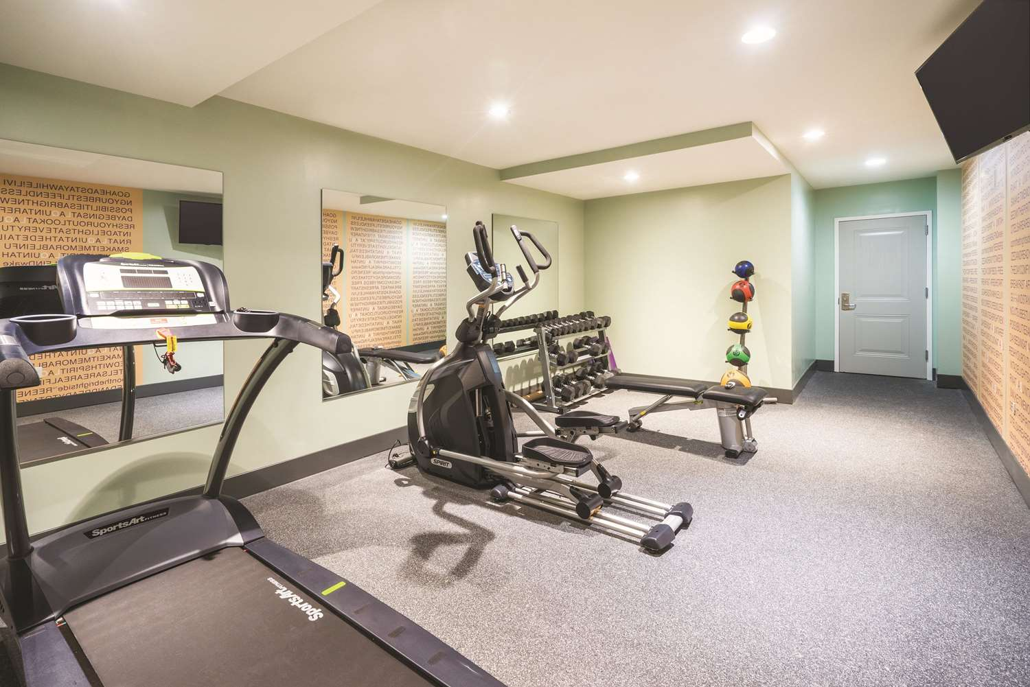 Fitness/ Exercise Room - La Quinta Inn & Suites Central Brooklyn