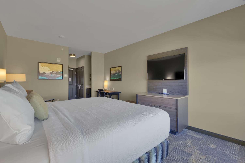 Room - Best Western Plus Executive Residency Fillmore Inn Colorado Springs