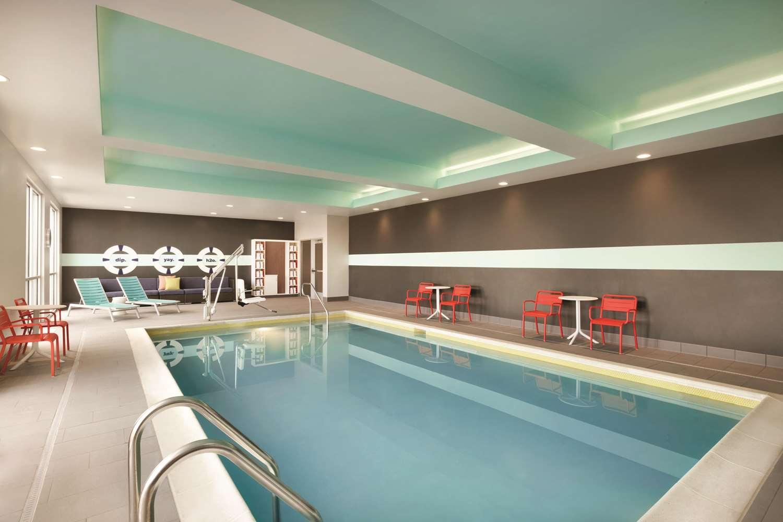Pool - Tru by Hilton Hotel East Lancaster