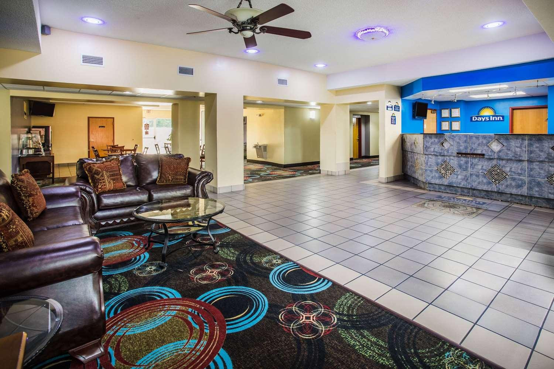 Lobby - Days Inn & Suites Foley