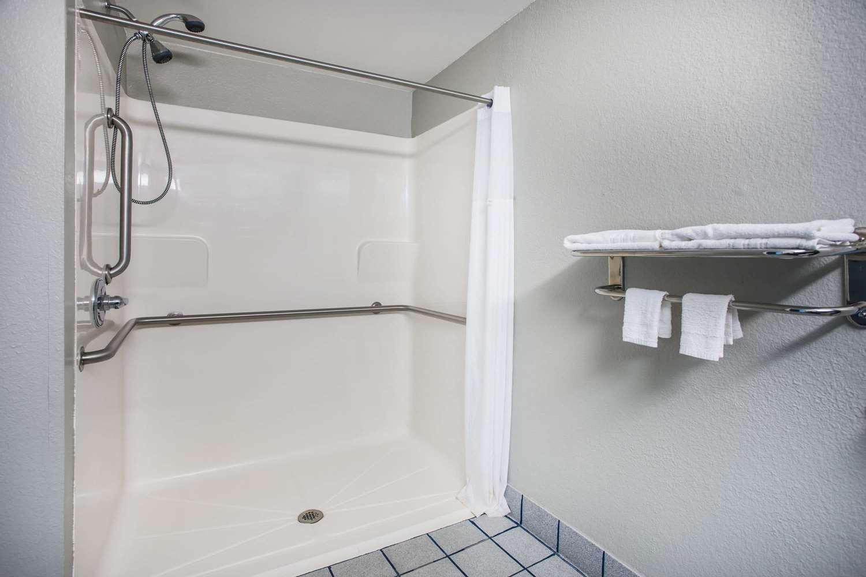 Room - Days Inn & Suites Foley