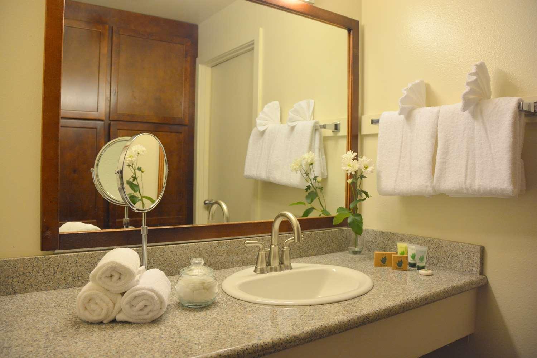 Room - SureStay Plus Hotel by Best Western Gold Beach