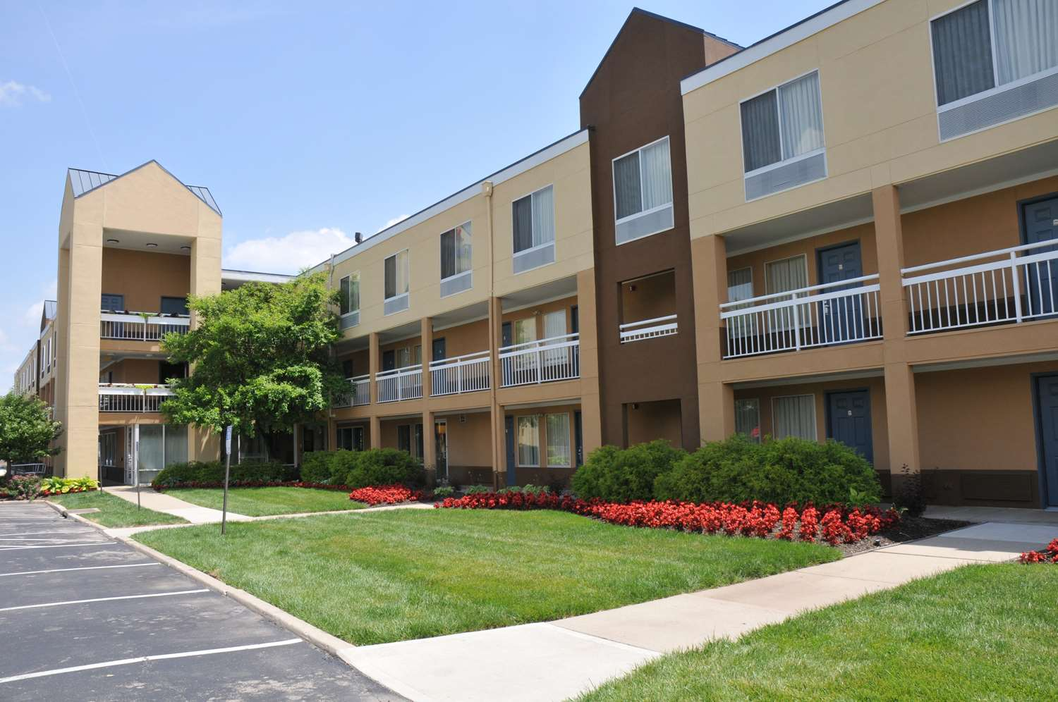 Exterior view - Red Lion Inn & Suites Dayton