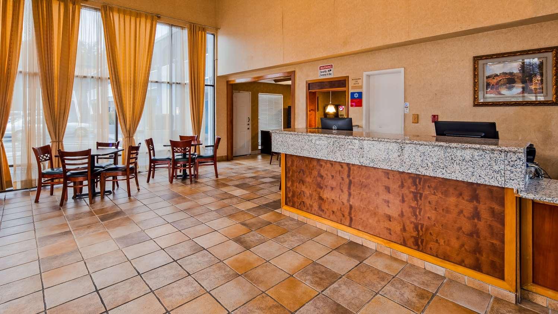 Lobby - SureStay Plus Hotel by Best Western North Sacramento